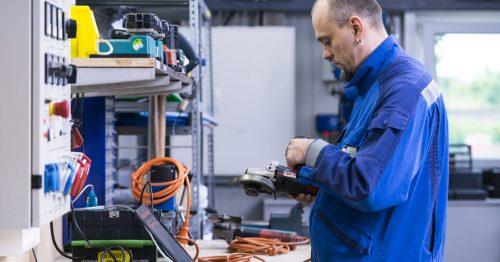 Regelmäßige Überprüfung vom Maschinen und Geräten - ein Faktor für die Sicherheit am Arbeitsplatz